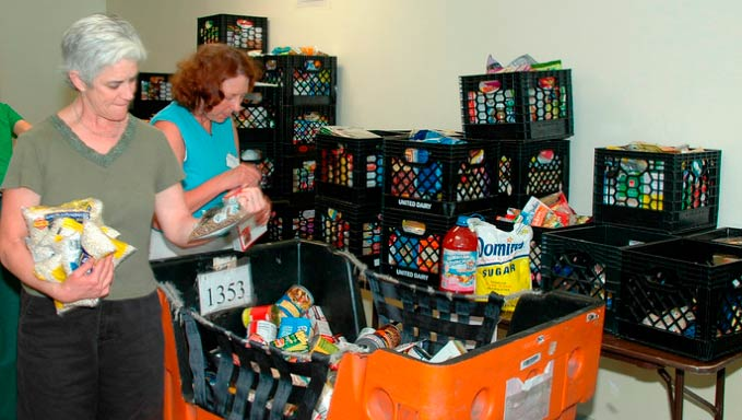 women_donating_food
