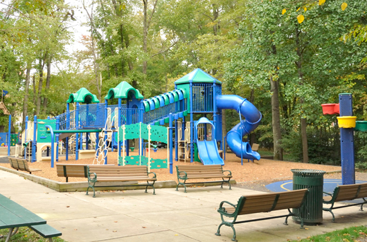 lacey_woods_park_arlington_county_playground